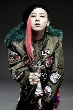 My favorite fashion icon is this kid, G-Dragon, (Jiyong) a Korean Pop star. (K-Pop) I love his style. He knows perfectly what suits him and never goes wrong. Choi Seung Hyun, Daesung, Vip Bigbang, Kpop, G Dragon Fashion, G Dragon Top, Star G, Gd And Top, Bigbang G Dragon