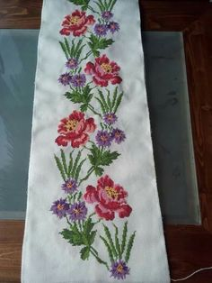 This Pin was discovered by Nur Embroidery Patterns Free, Embroidery Stitches, Hand Embroidery, Cross Stitch Patterns, Unique Mehndi Designs, Palestinian Embroidery, Bargello, Needlework, Diy And Crafts