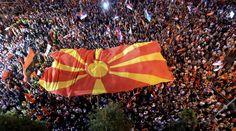 Σκόπια: Αντεπίθεση Γκρούεφσκι με μεγαλειώδη διαδήλωση
