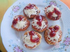Recept Langošky - jednohubky Appetizer Recipes, Appetizers, Czech Recipes, Roll Ups, Snacks Für Party, Doughnut, Muffin, Pizza, Food And Drink