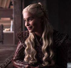 Daenerys from Game of Thrones Season 8 Photos: Farewell to Westeros Emilia Clarke as Daenerys Targaryen. Game Of Thrones Wiki, Arte Game Of Thrones, Game Of Thrones Facts, Game Of Thrones Funny, Game Of Thrones Characters, Daenerys And Jon, Game Of Throne Daenerys, Khaleesi, Jon Snow Daenerys Targaryen