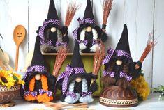 Halloween Fabric Crafts, Diy Halloween Decorations, Halloween Gifts, Fall Crafts, Witch Decor, Witch Art, Biscuit, Purple Halloween, Purple Ribbon