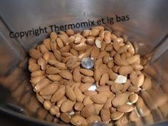 Purée d'amandes   Ingrédients :   400 g d'amandes entiers        Mettre les amandes dans un bol de Thermomix     et   1/  mixer 1 min... Dessert Thermomix, Cooking Recipes, Healthy Recipes, Chutney, Plant Based Recipes, Free Food, Almond, Good Food, Food And Drink