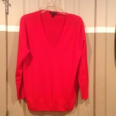 LIGHTWEIGHT SPRING J.CREW SWEATER...SZ LARGE LIGHTWEIGHT SPRING J.CREW SWEATER...SZ LARGE... GREAT COLOR AND A GREAT PRICE...WORN ONCE. PRICED TO SELL. J. Crew Sweaters V-Necks