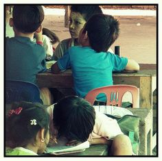 #Burmese #refugees at #school in #MaeSot #Thailand #education #dziewczynkazksiazka