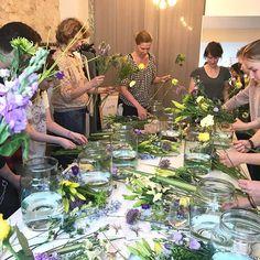 WIN WIN WIN 🌷🌷🌷 Wir verlosen jeweils 2 Tickets für unsere Flower Workshops am Mittwoch und Donnerstag Abend diese Woche in HAMBURG, MÜNCHEN & BERLIN - um teilzunehmen, markiert einfach Eure liebste Begleitung und verratet uns, in welcher Stadt Ihr dabei sein möchtet 😊- eine Übersicht der Termine findet Ihr auf unserem Blog [Link in bio]   Den glücklichen Gewinnern geben wir heute Abend um 22Uhr Bescheid - viel Glück 🍀  #bloomon #flowerworkshop #gewinnspiel #mädelsabend #blumenliebe…
