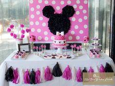 Minnie Mouse Backdrop idea