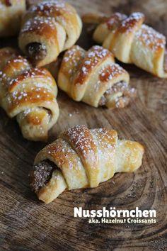 Sweet little croissants with a delicious hazelnut filling. Pie Recipes, Sweet Recipes, Baking Recipes, Cookie Recipes, Dessert Recipes, Brunch Recipes, Croissants, Torte Au Chocolat, Hazelnut Butter