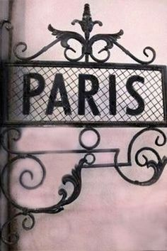 Paris in pink and black...