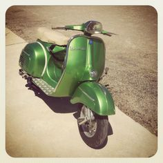 Only Vespa : Today's color : GREEN