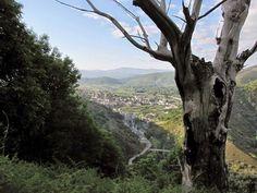 La comarca de los Ancares está situada entre las provincias de Lugo y León. Se trata de una frontera política y natural entre Galicia y la cuenca de El Bierzo.