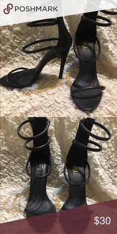 60f09886e263 MISSGUIDED THREE STRAP HEEL Comfy black 3 strap heel. Pairs perfect with  dresses for weddings or jeans and a tee for a GNO. Size 8 Missguided Shoes  Heels