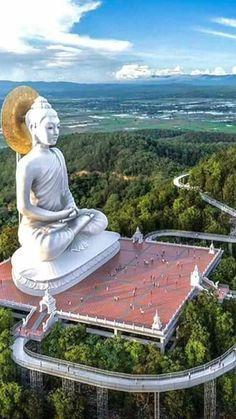 World of Statues Buddha Garden, Buddha Zen, Gautama Buddha, Buddha Buddhism, Buddhist Art, Beautiful Places To Travel, Wonderful Places, Photo Zen, Places Around The World