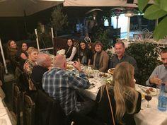 Mittagessen in einer traditionellen Taverne in Athen. Sprachreise