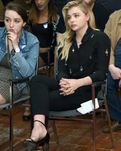 Chloe Grace Moretz hits campaign trail for Hillary Clinton in Nevada Brooklyn And Chloe, Chloe Grace Moretz Feet, Kate Middleton Dress, Blonde Actresses, Barefoot Girls, Mode Chic, Gorgeous Feet, Blonde Beauty, Curvy Outfits