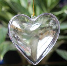 La boule de Noël transparente en forme de coeur, pour fabriquer une déco de Noël romantique...