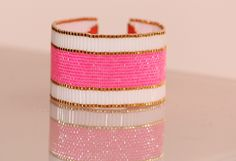 Bracelet en perles de rocaille Miyuki 11/0 rose pétillant et dorées plaquées or 14 carats,  bugles blanc