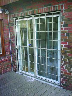Suitable sliding glass patio door 3 panel that look beautiful Sliding Door Design, Room Door Design, Sliding Closet Doors, Sliding Glass Door, Door Price, Ceiling Windows, Patio Doors, Wooden Doors, Garden Paths