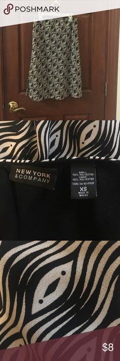 New York & Company skirt (xs) EUC! Grey and black patterned skirt. Good length for the office. New York & Company Skirts