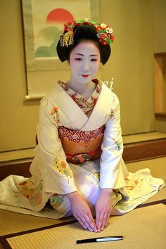 Mamefuji-san of Tama Okiya in Gion Kobu Japanese Geisha, Japanese Beauty, Japanese Kimono, Vintage Japanese, Japanese Fashion, Japanese Girl, Asian Beauty, Kabuki Costume, Mode Kimono