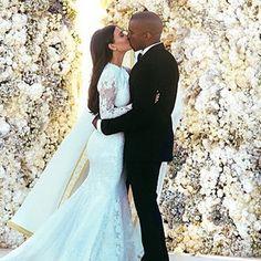 Pin for Later: Kim et Kanye ont photoshoppé leur photo de mariage avant de la publier sur Instagram, et ça paye !!