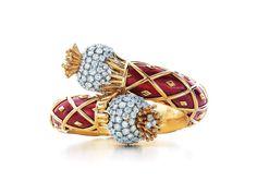 Tiffany Schlumberger enamel bracelet continues to shine Bracelet Watch, Bangle Bracelets, Bangles, Tiffany & Co., Tiffany Outlet, Expensive Jewelry, Tiffany Jewelry, Tiffany Rings, Fine Jewelry