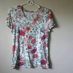 Flash Sale - Floral Tee Old Navy floral tee. Great condition: no stains or tears. Worn only a few times. Size small, but will also comfortably fit a medium. Tops Tees - Short Sleeve