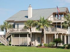 Spacious, beautiful beach house with... - Pirates Beach