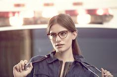 Occhiali da vista 53083 53052 Frontale ampio dalla silhouette sottile, perfetto per la donna alla ricerca di un occhiale trendy e di tendenza. La proposta colori va dai classici nero e avana e agli acetati ricercati ad effetto striato. #eyeglasses #fashioneyeglasses