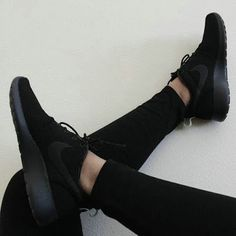 Nike roshe run shoes for women and mens runs hot sale. Browse a wide range of styles from cheap nike roshe run shoes store. Nike Free Shoes, Nike Shoes Outlet, Running Shoes Nike, Black Running Shoes, Nike Free Runners, Nike Jogging, All Black Sneakers, Sneakers Nike, Nike Trainers