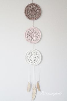 Crochet Dreamcatcher Pattern Free, Crochet Feather, Crochet Garland, Crochet Decoration, Crochet Wall Art, Crochet Wall Hangings, Crochet Home, Crochet Motif, Knit Crochet