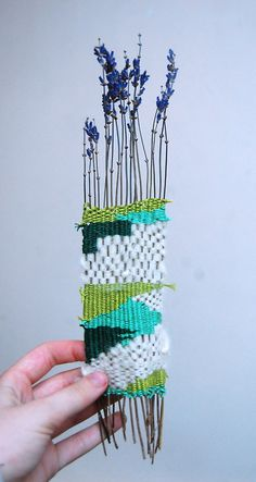 Weaving with lavender, clever idea!