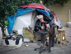Shoeshiner in Istanbul, Turkey Photo by Marcela Martinez — National Geographic Your Shot