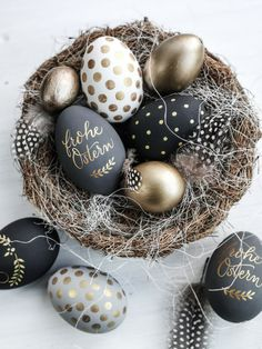 Calligraphy Easter eggs in color harmony - Personalized, calligraphy Easter eggs from Homely TW - Easter Peeps, Hoppy Easter, Easter Gift, Easter Crafts, Decoration Restaurant, Easter Egg Designs, Diy Ostern, Easter Printables, Easter Holidays