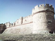 Vista del castillo-fortaleza de Grajal de Campos. Imponente.