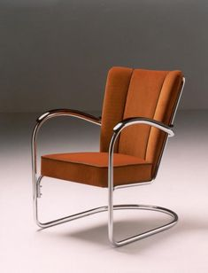 Bauhaus traditional: Cantilever armchair 412 by Willem Gispen Diy Home Furniture, Art Deco Furniture, Steel Furniture, Retro Furniture, Furniture Styles, Cool Furniture, Furniture Design, Art Deco Chair, Bauhaus Interior