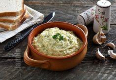 Reteta de salata de dovlecei cu maioneza este minunata pentru perioada verii. Este atat de cald afara incat ne ferim de tot ce inseamna mancare gatita.