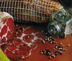 Bondiola Spanish Sausage, Cocina Natural, Cold Cuts, Smoking Recipes, Salty Foods, How To Make Sausage, Beer Bar, Smoking Meat, Sausage Recipes