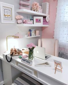 25 Chic Office Desk Arrangements for your home office. Treat yourself and makeover your home office. Home Office Space, Home Office Design, Office Designs, Office Workspace, At Home Office Ideas, Apartment Office, Office Setup, Office Desk Lamps, Beauty Office Ideas