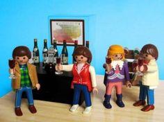 Playmobil bebiendo vino, vía @meetandwine #AmarasElVino #Winelovers