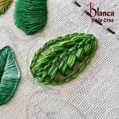 Diy Bead Embroidery, Hand Embroidery Patterns Flowers, Hand Embroidery Projects, Hand Embroidery Videos, Embroidery Stitches Tutorial, Creative Embroidery, Simple Embroidery, Hand Embroidery Designs, Sewing Crafts