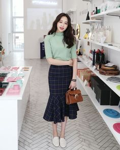 10 Ways To Look Good In Skirt   - Fashion - #Fashion #Good #skirt #Ways