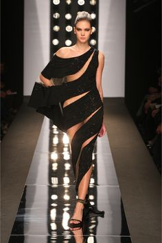 A partial collection of my favorite Haute Couture Evening Gowns by Fausto Sarli from years prior to Fashion Moda, Look Fashion, High Fashion, Fashion Show, Fashion Design, Couture Fashion, Runway Fashion, Mode Glamour, Mode Style