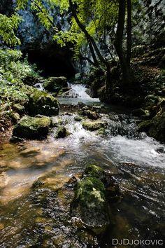 Degurićka pećina, reka Gradac, #Valjevo pic.twitter.com/6ABEJg9S5U