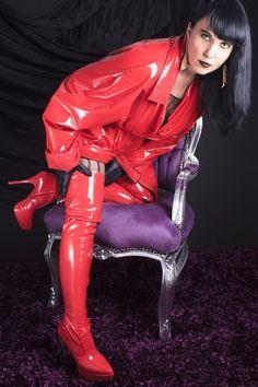 Vinyl Raincoat, Pvc Raincoat, Plastic Raincoat, Vinyl Clothing, Image Blog, Red Boots, High Boots, Sexy Older Women, Rain Wear