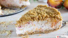 La sbriciolata alle pesche è una torta senza cottura, freschissima, golosa, il cui ingrediente principale è uno dei frutti estivi più amati: le pesche.