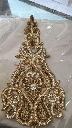 Zardozi Embroidery, Hand Embroidery Dress, Border Embroidery Designs, Tambour Embroidery, Hand Embroidery Videos, Bead Embroidery Patterns, Couture Embroidery, Gold Embroidery, Motifs Perler