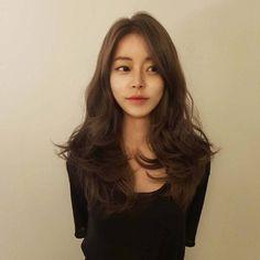 Sure, the bushy perm Korean Haircut Long, Korean Hairstyle Long, Long Hair Cuts, Wavy Hair, New Hair, Permed Hairstyles, Cool Hairstyles, Asian Hairstyles, Japanese Hairstyles