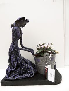 by Sandra June Originals. 'Lady Planting', Contemporary Sculpture, Nice front door piece Sandra June Sculptures Now gone to a new home. Textile Sculpture, Bronze Sculpture, Sculpture Art, Garden Sculpture, Hobbies And Crafts, Arts And Crafts, Diy Crafts, Garden Crafts, Garden Art
