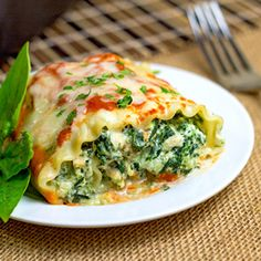 Cheesy Lasagna Rolls by themidnightbaker: Filled with cheese, spinach and chicken...leave out the meat and it's vegetarian. #Lasagna_Rolls #Chicken #Spinach